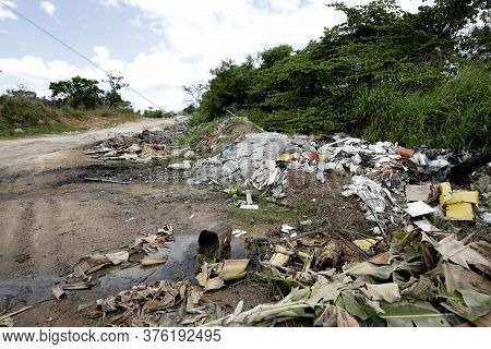 Camacari, Bahia / Brazil - April4, 2019: Rubble And Construction Waste Is Seen Lying On The Road In