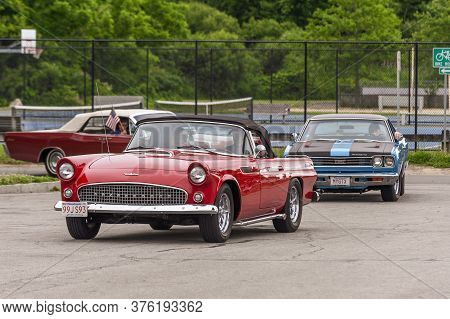 Fairhaven, Massachusetts, Usa - July 4, 2020: Ford Thunderbird Passing Fort Phoenix During Fairhaven