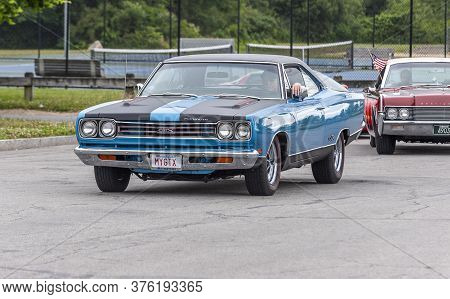 Fairhaven, Massachusetts, Usa - July 4, 2020: Plymouth Gtx Muscle Car Passing Fort Phoenix During Fa