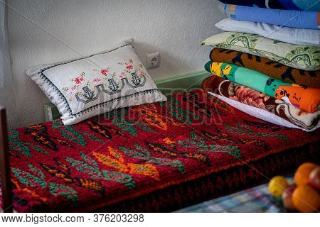 Tradtional pillows ottoman style in home