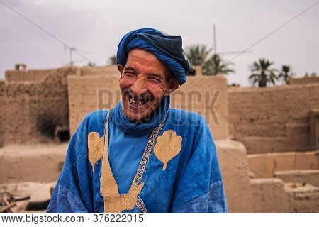 Erfoud, Morocco - Oct 17, 2019: Old Berber Man Living In The Moroccan Mountains In Ksar Maadid Near