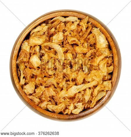 French Fried Onions In Wooden Bowl. Crisp Deep Fried Slices Of Onions, Used As Garnishes, Also In Bu