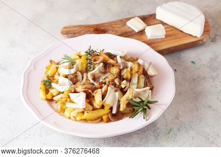 Fries Potato With Onion And Camembert Cheese