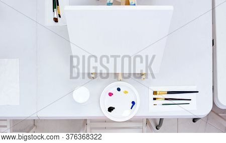 White Table Easel Decomposed Brush Palette Water Drawing Lesson