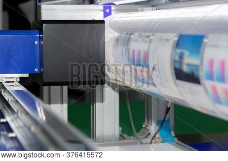 New Innovative Digital Technology Of Automatic Printing Machine Is Printing On Continuous In The Pri