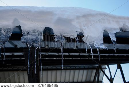Ice Dams. Roof Covered With The Snow At Patnitop A City Of Jammu, Winter Landscape