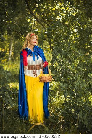 Halloween Party, Ideas For Girls, Costume Snowwhite Girl, Cosplay For Fairy Tale Heroes