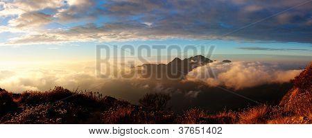 Morning panoramatic view from Salpa Bhanjyang pass - Lukla Tumlingtar trek - Nepal