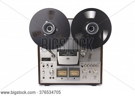 Wetzlar, Germany - Mai 1, 2020: Akai Gx 630d Reel To Reel Audio Tape Recorder. Made In: Japan From 1