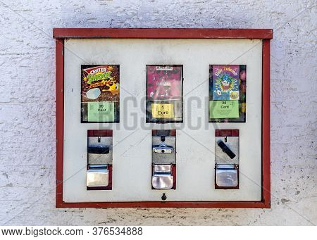 Niederwetz - Germany, 2020-06-06: Chewing Gum Automat In Village  In Hesse Germany