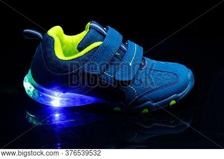 children's sneaker shoe with led light illumination