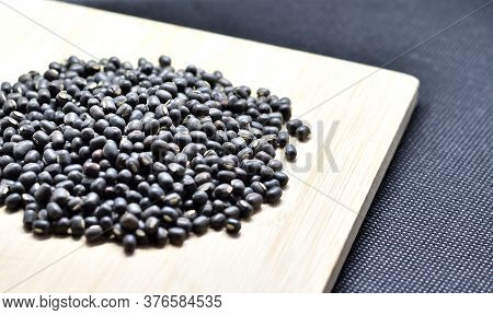 Vigna Mungo, The Black Gram, Urad Bean, Minapa Pappu, Mungo Bean Or Black Matpe Bean Is A Bean Grown