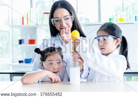 Asian Female Teacher Scientific Experiments Are Being Performed For Children Students Using Balloons