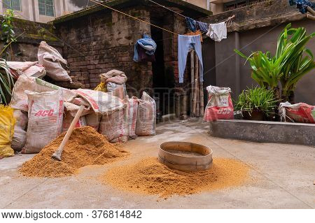 Howrah, West Bengal, India - 6th January 2020 : Separating Sand And Gravel By Using A Sieve, For Usi