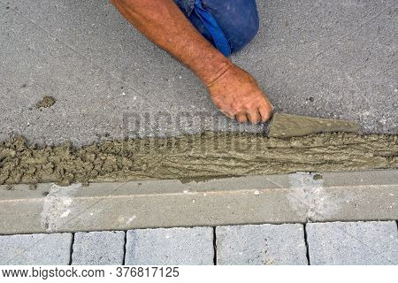 Concreting Curb
