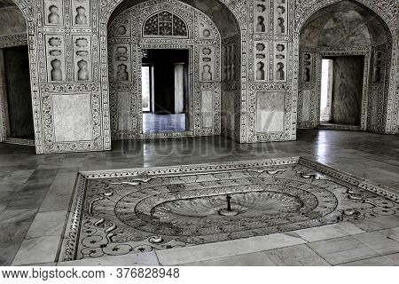 Agra, India - April 10,2014: Agra Fort Royal Palace Interior Architecture With Intricate Wall Artwor