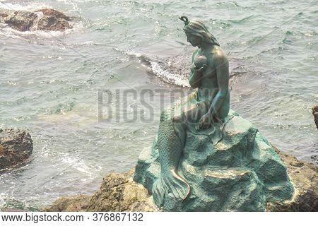 Busan,south Korea - July 20, 2017:  The Bronze Mermaid Statue Locate At The Rock Beach Of Haeundae D