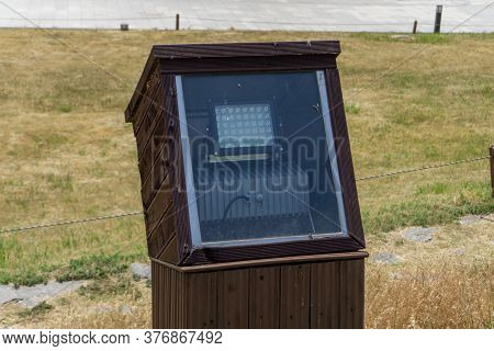Led Light Lantern In The Watertight Wooden Box For Environmental Friendly In The Park At Gimhae City