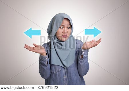 Asian Muslim Woman Wearing Hijab Confused To Decide A Choice. Choose Left Or Right Direction Arrow C