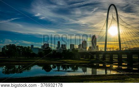 Amazing Dallas Texas Sunrise Through The Margaret Hunt Hill Bridge Amazing Views Of The Cityscape Sk
