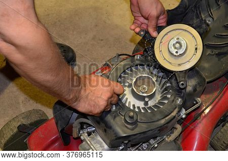 Repair Of The Starter Of A Gasoline Lawn Mower At Home
