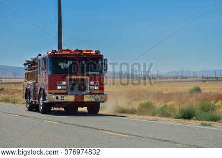 Lancaster Ca., Usa July 17, 2020 - A Brush Fire Started In A Rural Area Of The Antelope Valley Near