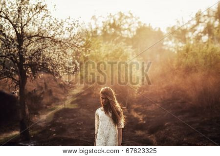 beautidul brunette woman walking outdoors