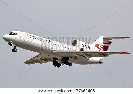 Saratov Airlines Yakovlev Yak-42D