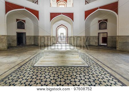 Inside Humayuns Tomb With Marble Tomb