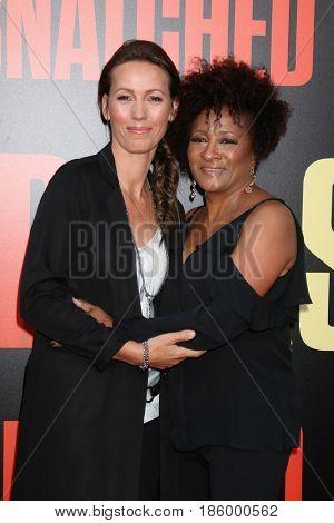 LOS ANGELES - MAY 10:  Alex Sykes, Wanda Sykes at the