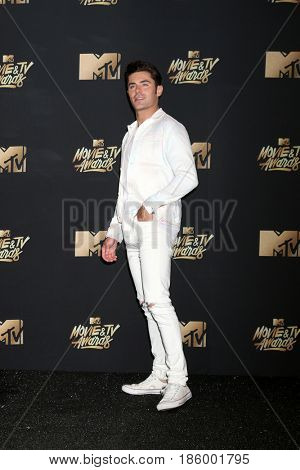 LOS ANGELES - MAY 7:  Zac Efron at the MTV Movie and Television Awards on the Shrine Auditorium on May 7, 2017 in Los Angeles, CA