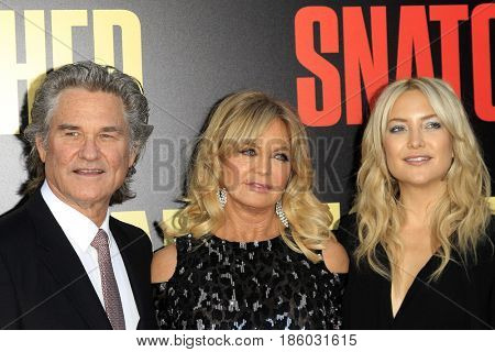 LOS ANGELES - MAY 10:  Kurt Russell, Goldie Hawn, Kate Hudson at the
