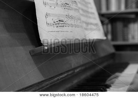 Alte Notizen und Phantom des Klaviers