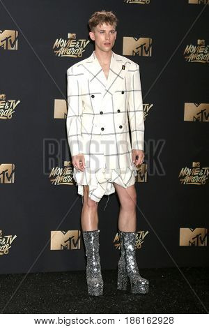 LOS ANGELES - MAY 7:  Tommy Dorfman at the MTV Movie and Television Awards on the Shrine Auditorium on May 7, 2017 in Los Angeles, CA