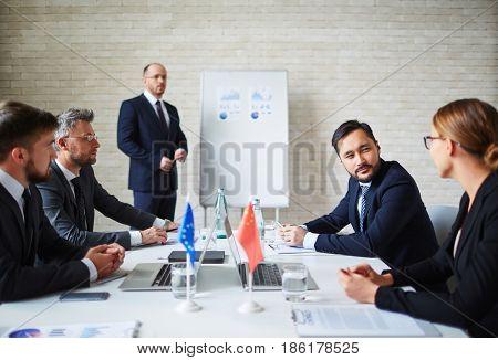 Leaders of eu communicating at summit