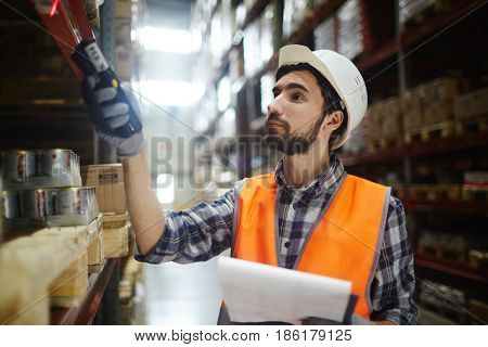 Dispatcher of warehouse scanning packed goods