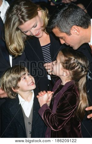 NEW YORK - DEC 17:  Alex D Linz, Michelle Pfeiffer, Mae Whitman, George Clooney at the