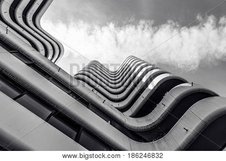 diagonales du batiment en noir et blanc