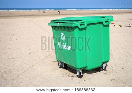 Cornwall, England, Uk - April 7Th 2017: Large Wheeled Waste, Rubbish Or Garbage Wheelie Bin On Newqu