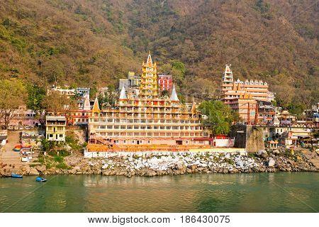 Temples at Laxman Jhula at the Ganga in India