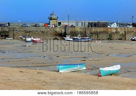 St Ives, Cornwall, Uk - 3Rd April 2017: Various Boats In The Harbour At St Ives At Low Tide