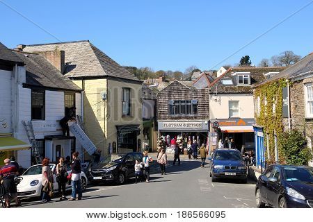 Padstow, Cornwall, Uk - 6Th April 2017: Pedestrians And Vehicles In The Town Centre Of The Cornish S