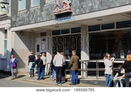 Padstow, Cornwall, Uk - 6Th April 2017: Bank Customers Queue For The Atm Cash Point Outside Barclays