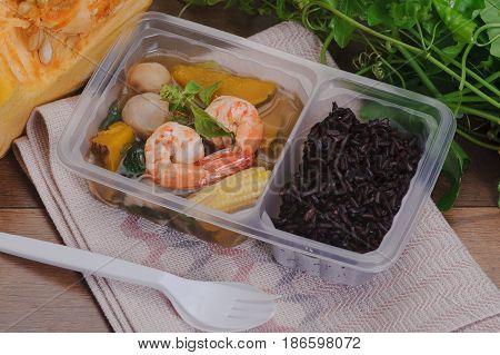 Spicy Mixed Vegetable Soup (kaeng Liang)