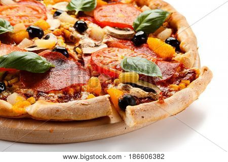 Pizza pepperoni with tomatoes, mushrooms and olives