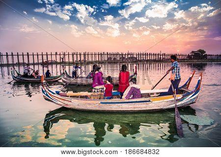AMARAPURA,MYANMAR - MARC 6, 2017: Tourists boat at U Bein Bridge sunset in Amarapura, on March 6, 2017. Myanmar. (Burma)