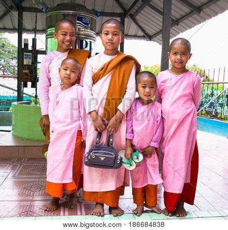 INNWA,MYANMAR - MARC 6, 2017:  Buddhist nuns at Soon U Ponya Shin Pagoda, Sagaing in  Mandalay on March 6, 2017, Myanmar. (Burma)