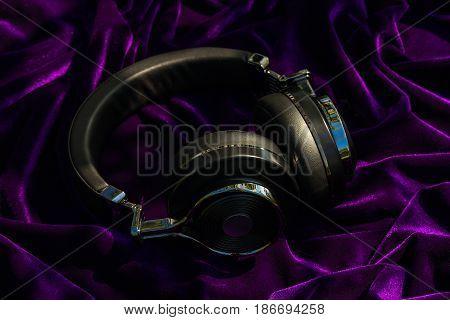Wireless Travel Headphones