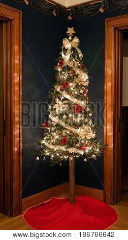 Old Fashioned Christmas Tree Corner