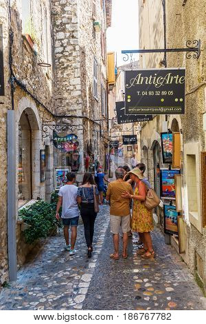 Shopping Alley In Saint-paul-de-vence, France